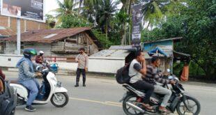 Personil Polsek Grong-grong Melaksanakan Pengamanan Gatur Lalin