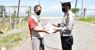 Juma'at Berkah, Sat Lantas Polres Pidie Membagikan Sembako