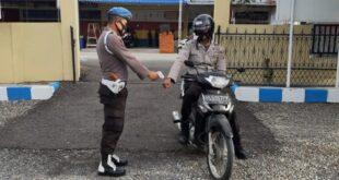 Pelaksanaan Pengawasan SOP Masuk Mako Polsek Glumpang Tiga Dalam Penanganan Covid-19